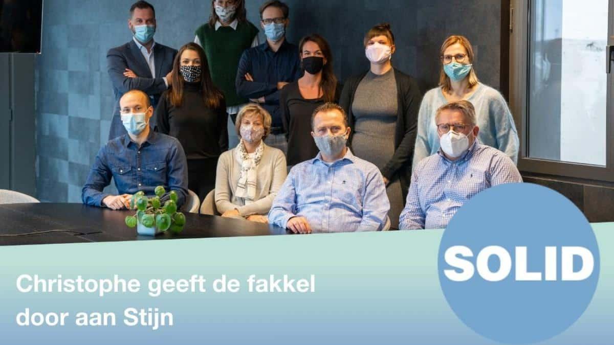 solid_talent_-_christophe_geeft_de_fakkel_door_aan_stijn